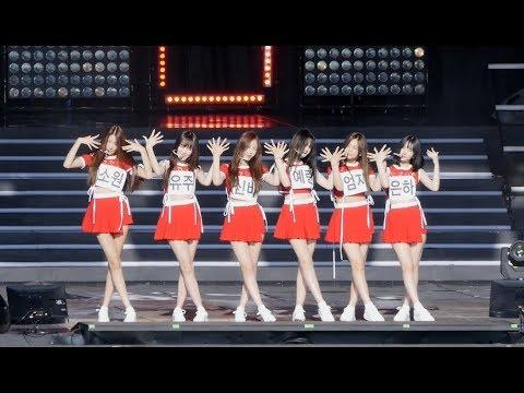 彩排時的GFRIEND也是一點都不馬虎,雖然妝法還沒到位,但服裝可是跟表演一樣呢,Sowon的腿實在太瘦啦!