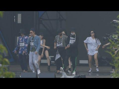 不得不說YG家的舞者每個身材也太辣了吧XDDDDDWINEER的私服,恩...每個人都遮超嚴...沒有名牌工作人員絕對認不出來阿!