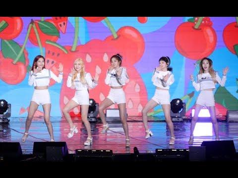 Red Velvet ─ Red Flavor  每次聽到這首歌小編都想跟著一起搖擺阿!!!!!不過,Irene跟Wendy根本就是反光板,燈光打在他們身上也太白了吧!