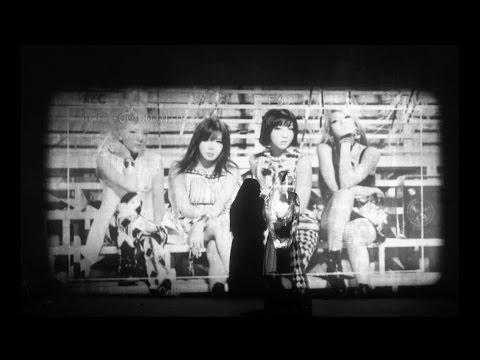 去年年底最讓大家遺憾的樂壇新聞,想必是2NE1解散的消息。曾經只要發片就能造成話題的女團,最終卻沒辦法站在舞台上和粉絲揮別,讓不少粉絲難過不已。