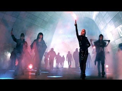 不過和大家的印象相反,成員幾乎都外語相當流暢的2NE1都是「正港韓國人」,不僅血統是韓國~