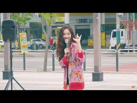 最近Sunmi和粉絲有趣的畫面也被上傳上網,影片38秒處,Sunmi問粉絲「新歌出來的時候,你們有想過會成功(爆紅)嗎」 粉絲回答「有~~~」 Sunmi一臉驚訝「真的嗎???? 其實我也是~~哈哈開玩笑的」害羞的樣子實在是太可愛了啦ㅠㅠ