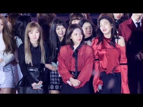 明明在道歉,但視線卻離不開Irene的臉蛋~不管是Irene還是認錯人的Weki Meki成員,兩邊的反應真的都很可愛XDDDD