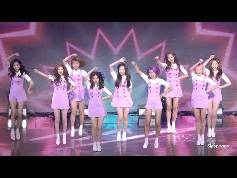 究竟JooE亂舞是多久魅力~連偶像們都跟著跳呢? 就來看看AAA當天的飯拍吧!!!