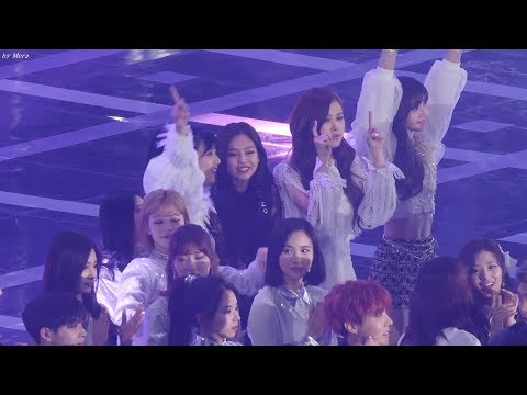 Red Velvet & BLACKPINK的現場小互動!