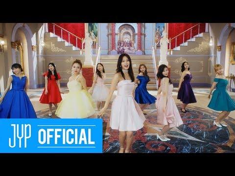 從《Like ooh-ahh》出道,靠著勤上音樂舞台讓大家認識她們,到現在站穩韓國女團寶座,TWICE不僅出道四年以來寫下女團的新歷史,經紀公司JYP也托她們的福,股價節節高升