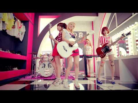 不過能像少時那樣放眼韓國樂團,似乎真的是少數例子,不少女團不僅風格固定,甚至是因為「風格固定了」才能成功。而當中最讓大家印象深刻的例子,想必是過去曾以樂團形式活動的AOA Black,過去成績不僅慘淡,甚至連「進榜」都有困難