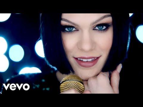 曾經紅遍全球的Flashlight!Jessie在2015年隨著歌喉讚發行的歌曲節奏舒適又好聽~配上歌喉讚裡姐妹們決賽時努力感人的片段氛圍,還有詞曲裡說到黑暗中你給予光芒等詞意,都適合套用在姊妹訴說一路陪伴的親密話語~