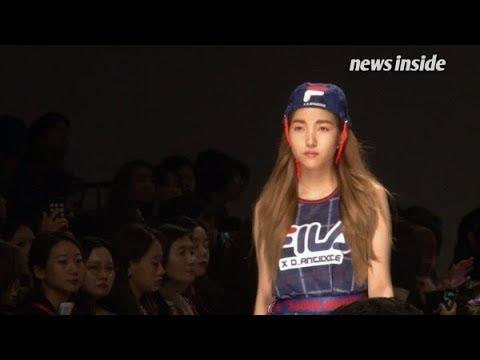 GFRIEND的隊長Sowon也被設計師親自點名登上伸展台,這也是她首度挑戰公開走秀呢! 真不愧是模特兒科出身的~ (0:50秒處)