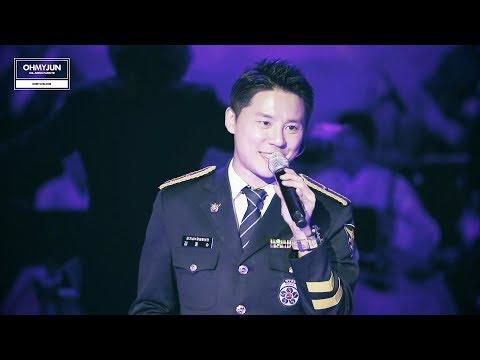 除了表演自己專輯的歌曲,俊秀也曾在義警活動期間表演過音樂劇《莫札特》的收錄曲,展現不變的實力。