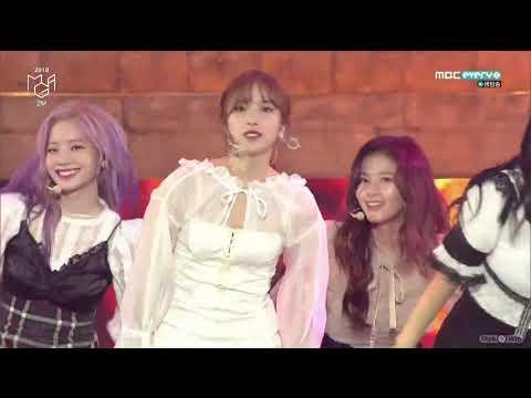 另一個最初是-這可是TWICE的新歌初舞台!新歌剛發表後不僅得到了大賞,這次的新曲《YES or YES》又創下紀錄了~成為韓國女團最快破YOUTUBE1000萬、2000萬的點閱紀錄~恭喜TWICE!