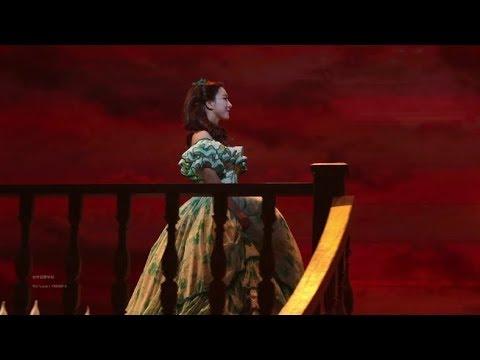 而LUNA出演過非常多的音樂劇,尤其是這部《亂世佳人》讓LUNA的實力大爆發呀~在場的觀眾應該都起雞皮疙瘩了吧!