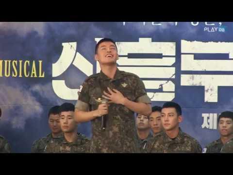 此外,出道以後一直有參與音樂劇演出的姜河那,也參與了軍隊的音樂劇表演,其中一起參與的還有池昌旭及INFINITE的聖圭,當兵還是可以聽到姜河那的歌聲,想必歌迷們一定很開心吧~