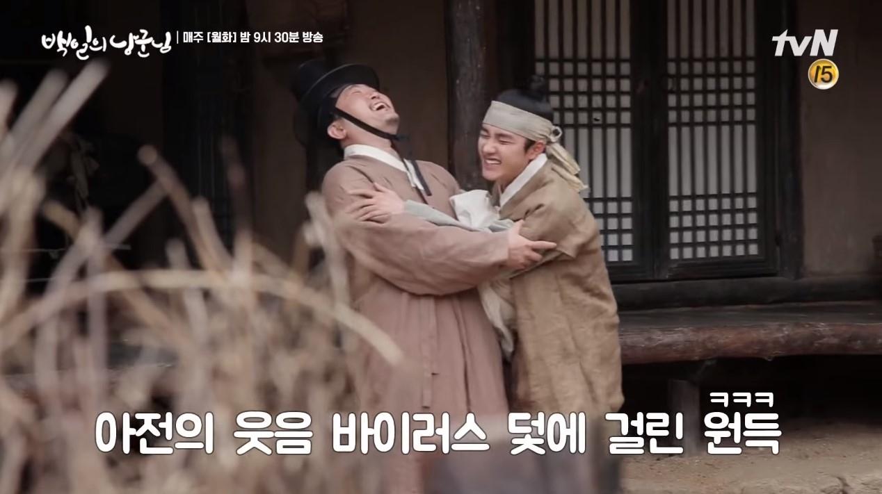 在拍攝戲劇《百日的郎君》時,因為笑場而NG也是直接撲到對手演員的懷中,根本就不像不會撒嬌的人啊!