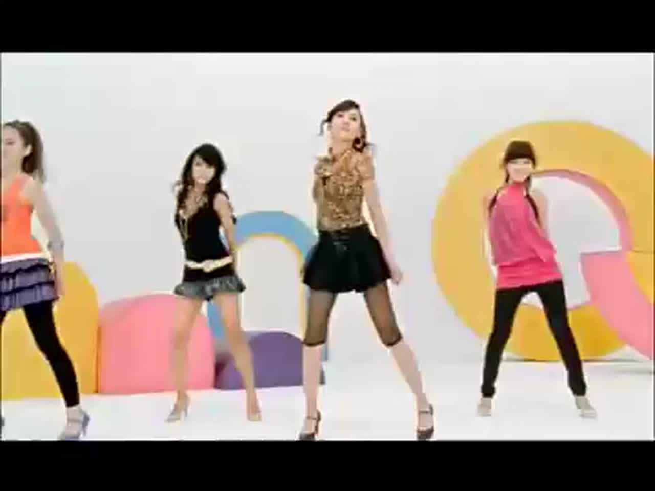 當年紅到翻的Wonder Girls的《Tell me》 輕快的節奏及朗朗上口的副歌,整首歌洋溢著一種青春可愛的感覺~(望向遠方....)