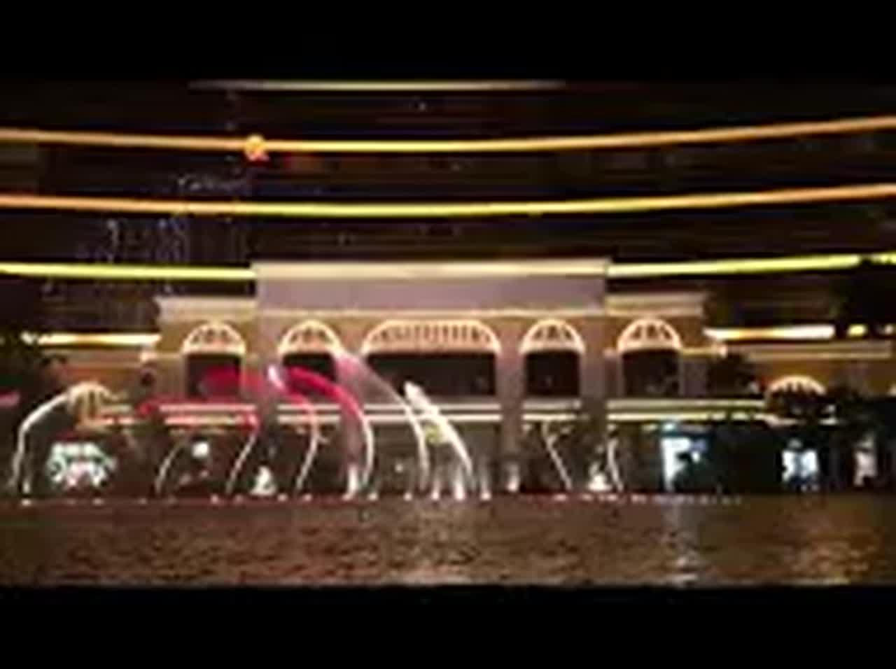 大三巴牌坊逛累了的話,附近也有非常多美味的小吃,之後也可以前往永利酒店觀賞水舞秀,是免費的喔!!!