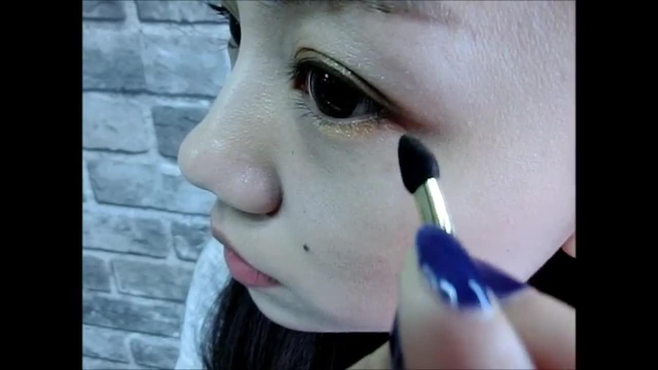 畫在下眼尾的後半段。