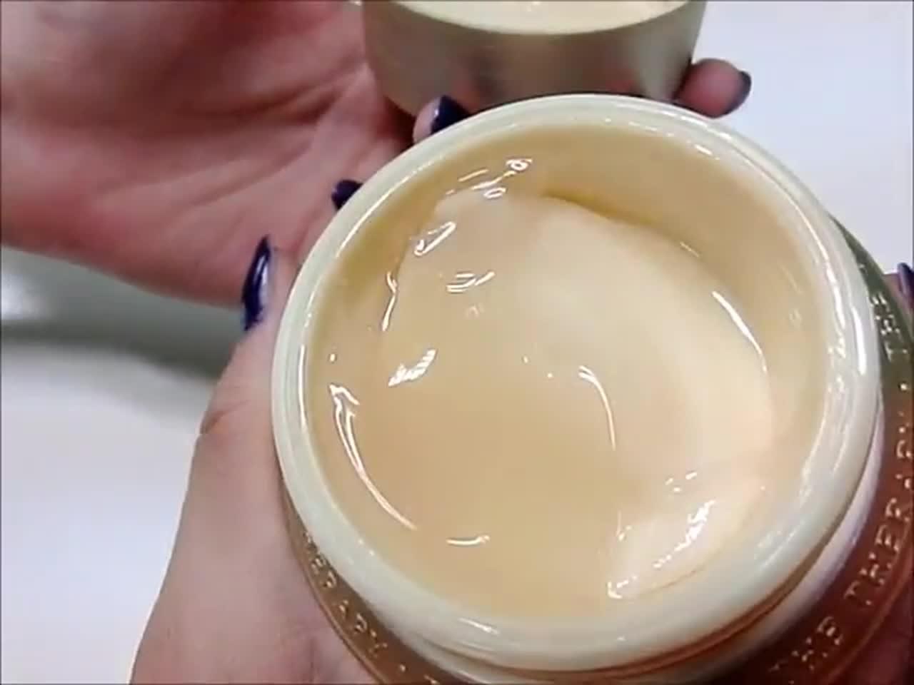 打開瓶蓋時驚艷了一下! 真的是一半凝膠、一半乳霜耶!(不然?)