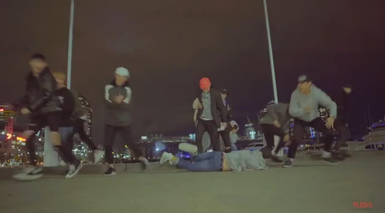 後來這個畫面也在《Healing》的MV中出現!只是結果對於隊長S.coups說,沒有這麼美好就是了XDD 整到哥哥後弟弟們臉上的笑容也太燦爛XD