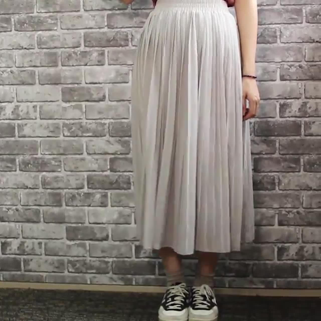 這件穿起來真的很仙,配上球鞋可以中和掉溫柔感,整體也很有日系風呢!