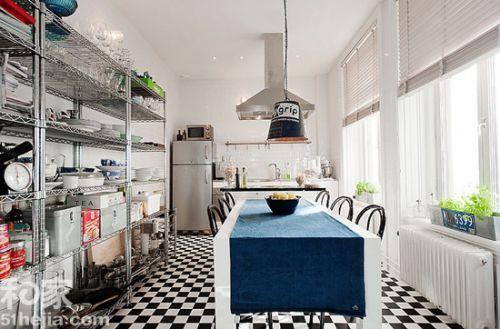"""9. 結合現代的裝修元素  重新改造廚房,可以運用比較現代的建材, 例如: 具有弧度和光澤的 Corian 人造石工作臺面, 可展現 Art Deco 的""""藝術感"""", 復古風格燈具搭配現代木地板也是很好看的搭配方式。"""