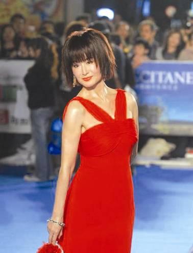 潘迎紫,1949年出生, 一代女皇潘迎紫,說她是華人唯一一位永不衰老的美女明星,是當之無愧啊!
