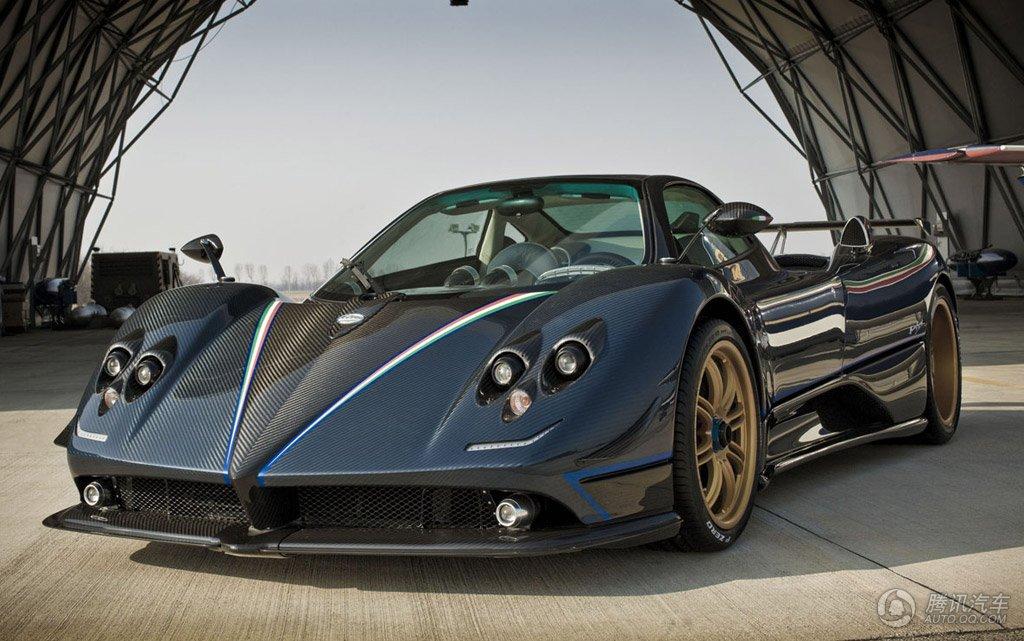 帕加尼ZondaF!! 來自義大利, 百公里加速3.6秒!! 售價144萬美元!! 全球每年限量25輛, 該車外表纖細, 開起來卻野性十足, 1000轉6檔直接起步, 這根本就是開飛機吧! (