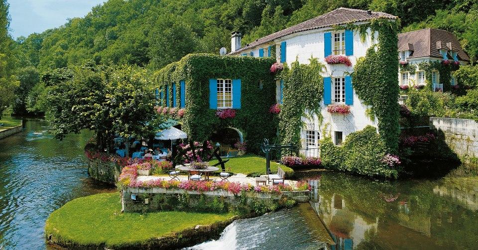 4.法國的岩石磨坊酒店 多瑙河流經該酒店周圍, 仿佛進入了童話世界。