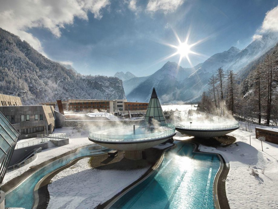 8.Aqua Dome溫泉度假酒店 位於阿爾卑斯山 (海拔 6400米), 在這裡可以享受天然溫泉。