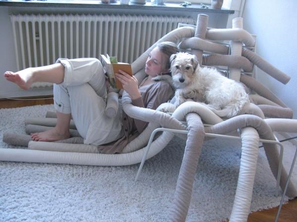 這個設計就滿妙的~ 是椅子?是枕頭?