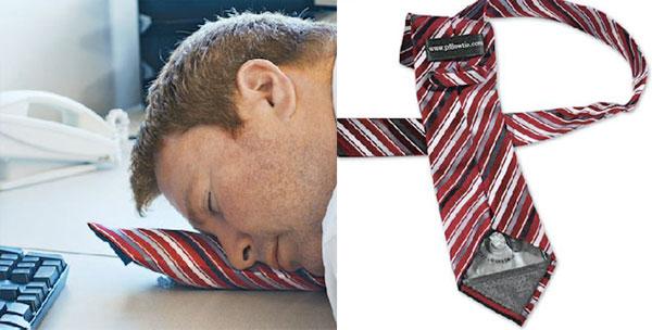 對上班族是否太實用? 平常看起來是一般領帶 但是充氣後讓你在辦公室書桌前趴著睡覺也舒適