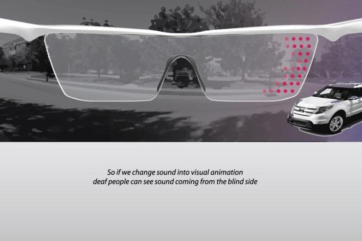 一切就靠這個特製眼鏡 利用內建高性能收音器 把音效轉換為視覺標示