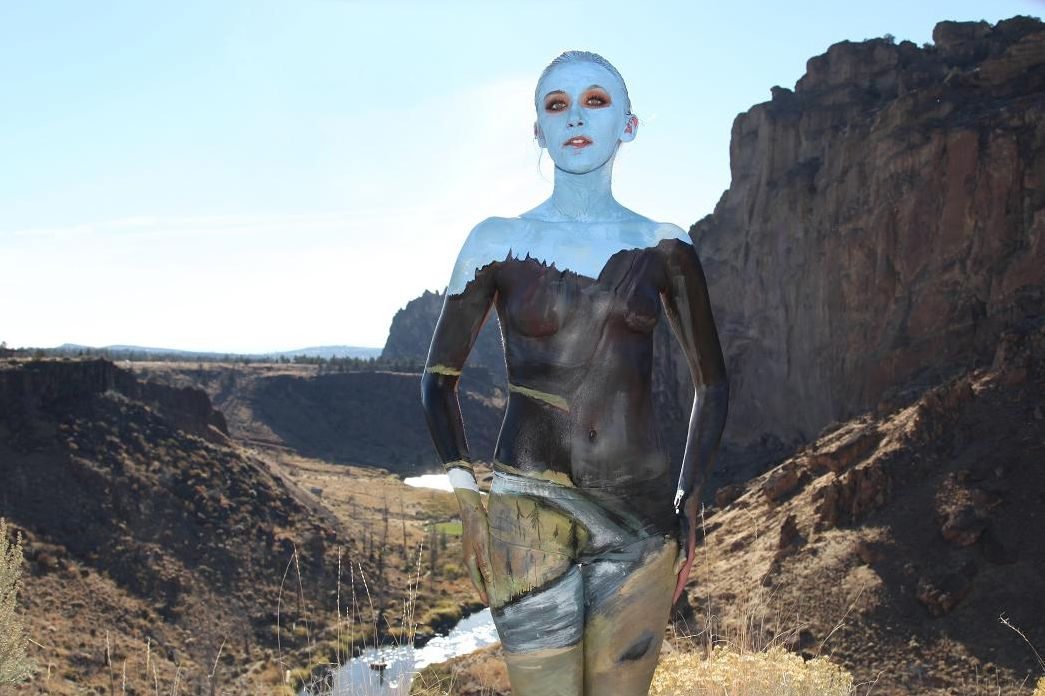 2006年她開始上藝術學校 尤其她的學校位於擁有許多自然美景的美國奧勒岡州