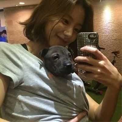 韓鄉民: 好羨慕~ 好想當那隻狗 狗的表情好幸福!!!