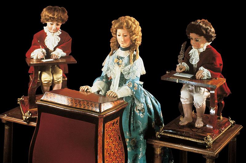 有些人認為 這3個人偶是世界上保存最久的電腦原型之一
