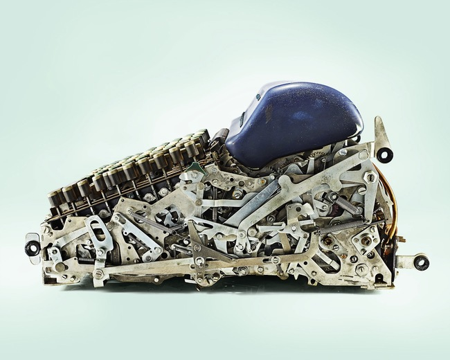 機械式計算機 (乍看還以為是球鞋...)