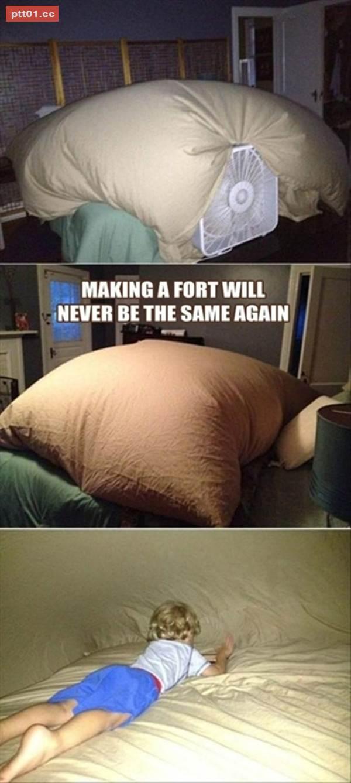 幫孩子用毛毯做了一個室內帳篷耶