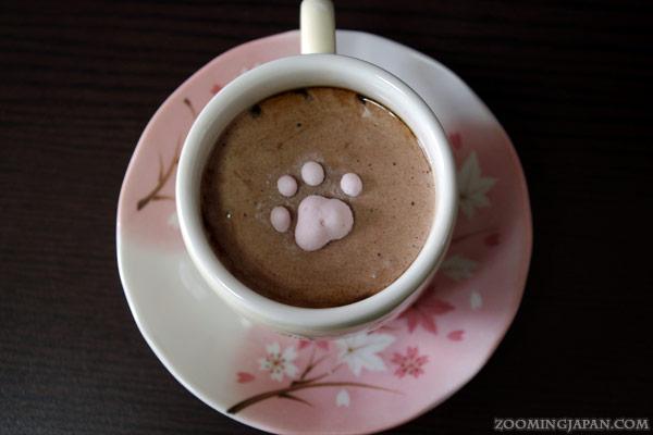但漸漸融化在咖啡裡了