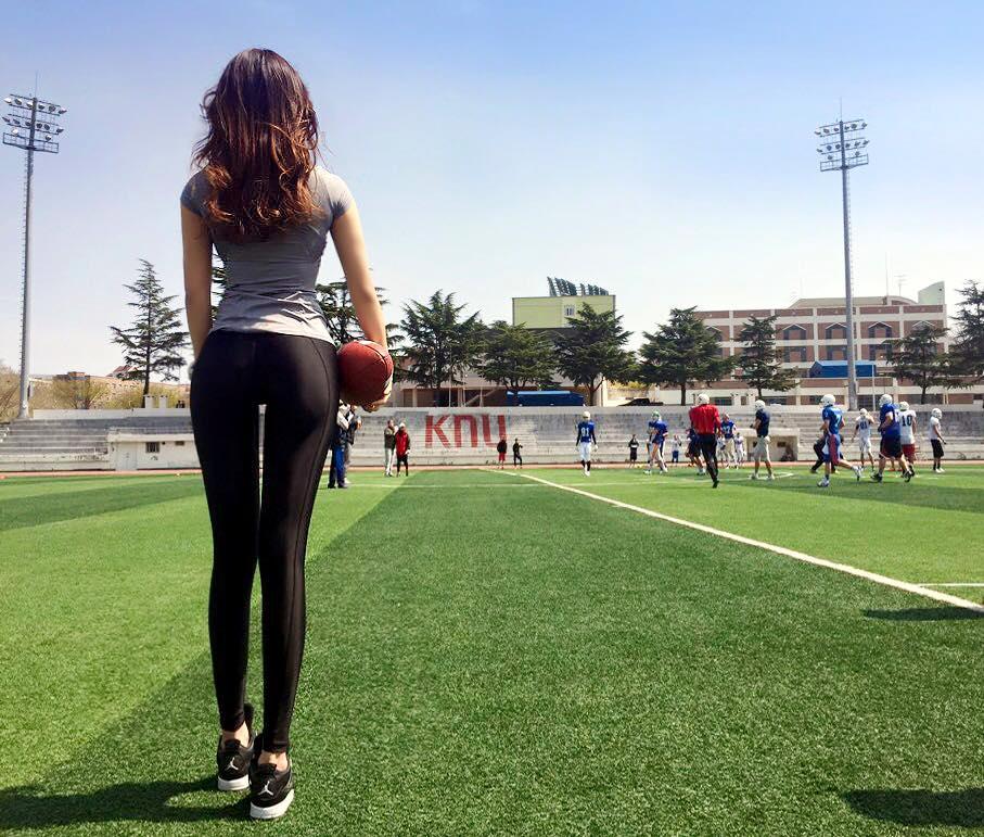 同時她也擔任釜山東亞大學的體育老師 被稱為東亞大女神