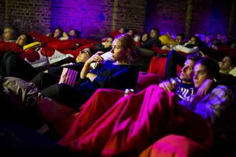 價錢大概在10歐元(約台幣340塊) 不光單身還是情侶都很適合的電影院