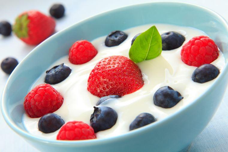 #3 優格 世界5大健康食品之一,優格是以牛奶為原料,經過巴氏殺菌發酵而來 過期的優格只是發酵更厲害了而已