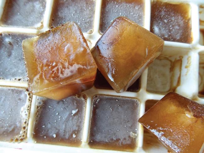 然後倒進冰塊盒裡面冰凍~ 啊~~~~(恍然大悟貌) 原來方塊指的就是冰塊啦~