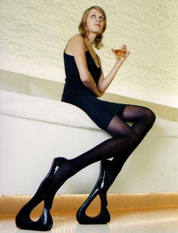好啦~放大絕~送這種鞋示意女友難搞 應該就不會誤會了吧?  (結果每次起身都要我抱....還以為我要製造肌膚之親嗎...orz)