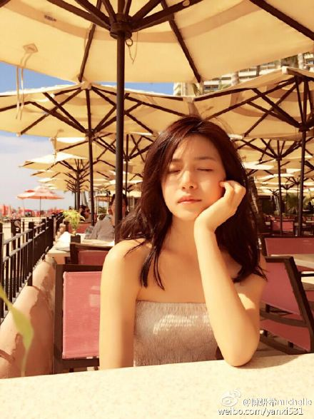 陳妍希從2007年的電視劇《換換愛》中出道, 之後出演的電影《聽說》受到許多人的喜愛! 從此之後就開始一飛沖天!