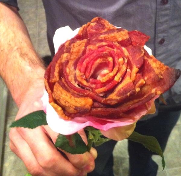 雖然媽媽說「不要玩食物」 但是以下就有各種玫瑰形狀的食物 讓你送禮、擺盤、DIY 想受各種食物的樂趣~