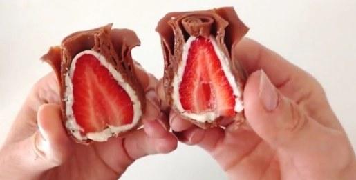 鏘鏘!切開來,裡面可是包裹了一整顆的草莓呢~ (甜蜜蜜der)