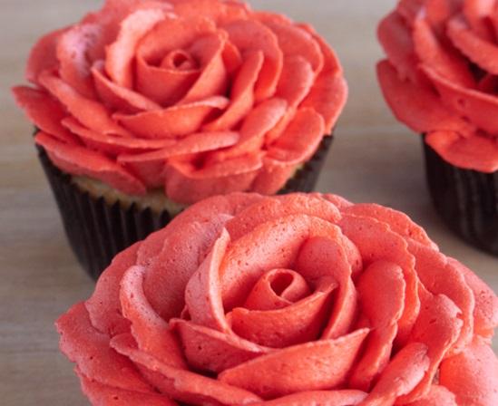 還有杯子蛋糕上的糖霜玫瑰 (粉嫩粉嫩的好漂亮!)