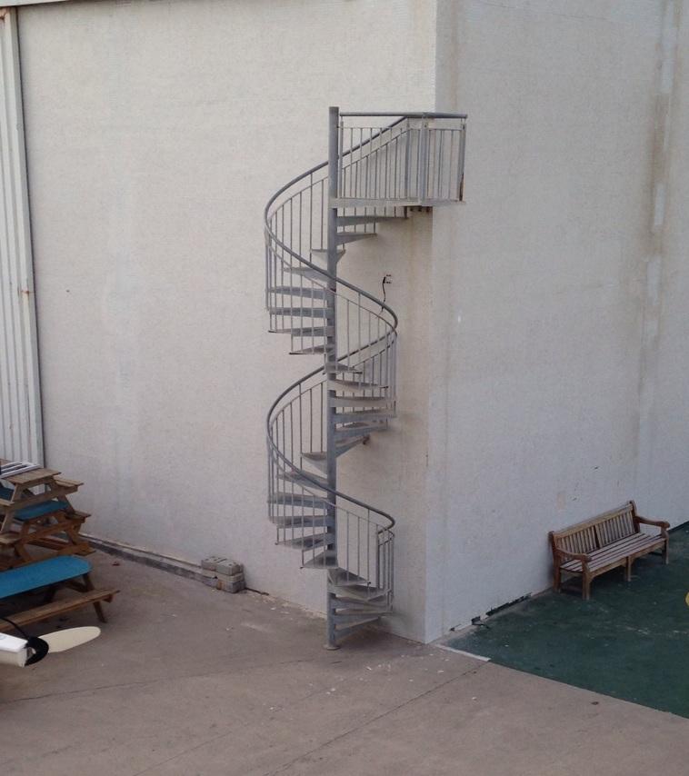 #10 大家都誤會了~這階梯沒有要帶你去哪裡~ 其實是把吸菸區移到上方了~請吸菸者到上面抽菸謝謝~