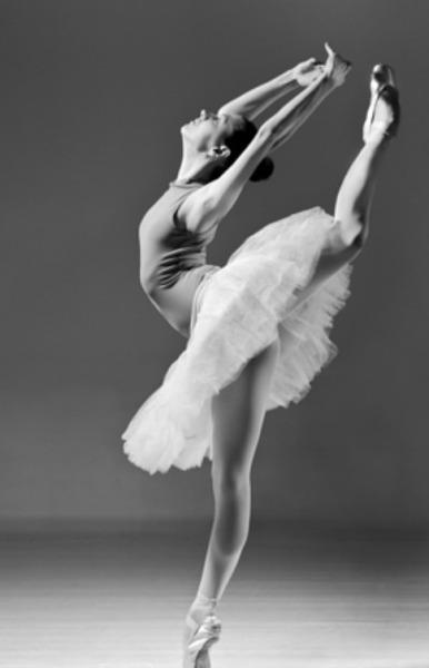 舞者表演時以腳尖點地,故又稱腳尖舞~