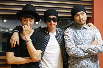 出道已有12年的嘻哈三人組EPIK HIGH! 以前不認識他們沒關係~ 自從加入YG娛樂變成BIGBANG師弟(咦?) 越來越多粉絲也開始了解他們的實力♥